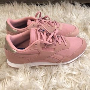 Reebok Shoes - NWT Reebok Pink Classic Suede Athletic Shoe size 8 29a416394